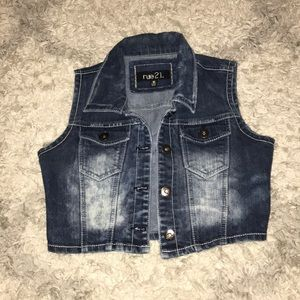 Sleeveless short jean vest
